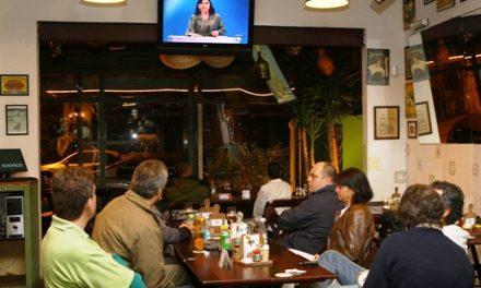 Por que os televisores se tornaram tão importantes em bares?