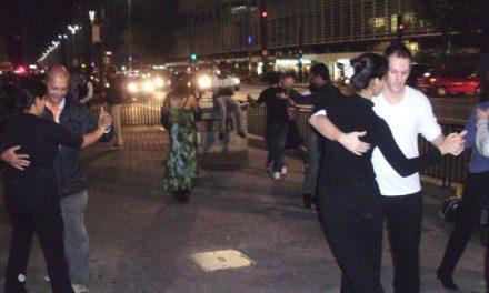 Dançando tango no meio da Paulista e da Berrini