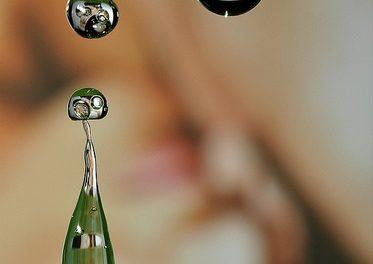 De gota em gota, fotógrafa faz exposição em galeria de arte