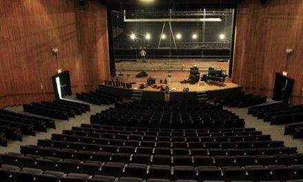As poltronas tamanho GG do Teatro Sérgio Cardoso