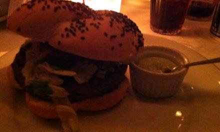 FUI… conhecer Chez Burger e Frank Phillips. Não volto mais!