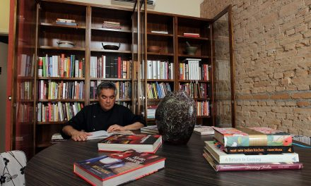 Pimenta Fantasma monta biblioteca com 500 títulos