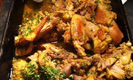 Onde comer galinhada sem levar cotovelada