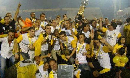 Gafe na hora do hino na final do futebol em São Bernardo
