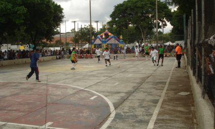 Reforma acaba com futebol dos bolivianos na Praça Kantuta