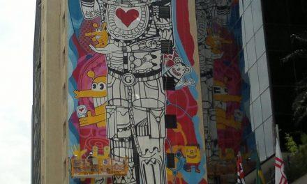 O super, ultra, mega grafite da Avenida Paulista