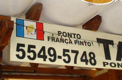 Ponto de táxi na Vila Mariana tem a sua própria bandeira