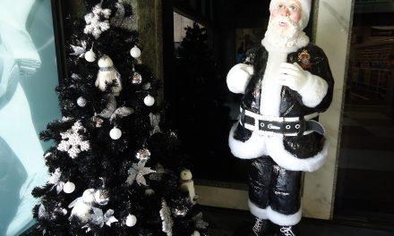Natal corintiano tem até árvores em preto e branco