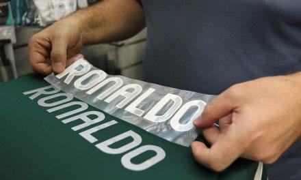 Onde colocar nome e números na sua camisa de futebol
