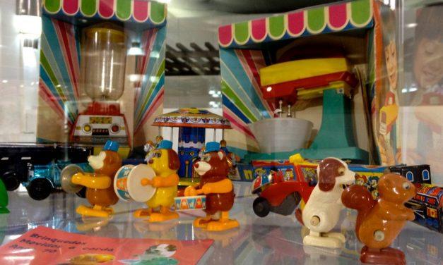"""""""Caçadoras de lembranças"""" inauguram exposição de brinquedos antigos"""