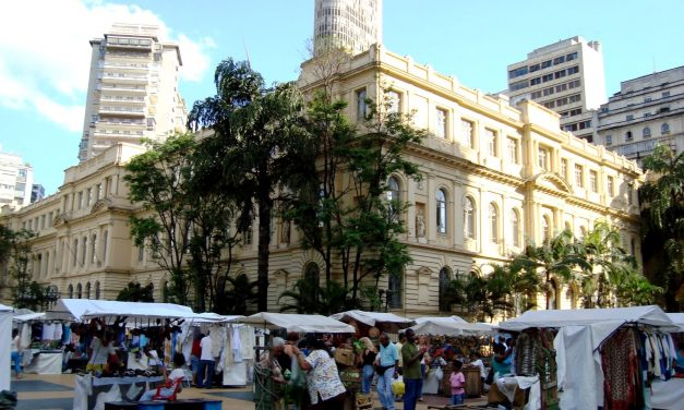Filatelistas criaram a famosa feira da Praça da República em 1956