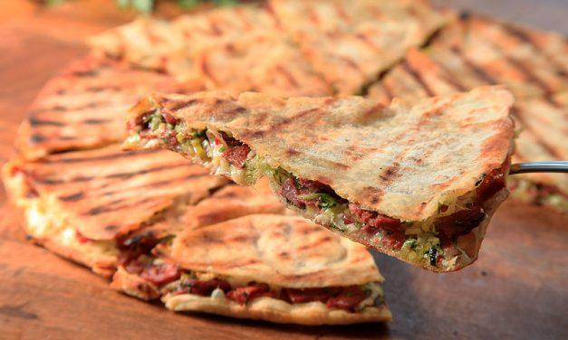 Restaurante armênio da Vila Olímpia lança o arais em tamanho de pizza