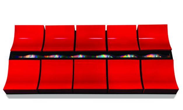 Entre na exposição e toque à vontade nas 24 peças do artista plástico japonês