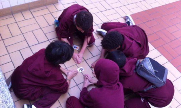 """Escolas paulistanas """"driblam"""" trocas de figurinhas em salas de aula com criatividade"""