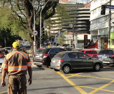 Região de Perdizes sofre com semáforos apagados. E dias piores virão…