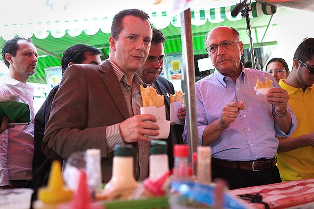 Alckmin e Russomanno em campanha para o tucano em 2014: quem paga a conta do pastel? (Foto: Zanone Fraissat/Folhapress)