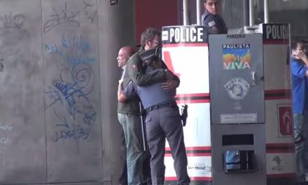 John Leitão, o homem que roubou abraços da Polícia e ganhou beijo de sua vítima