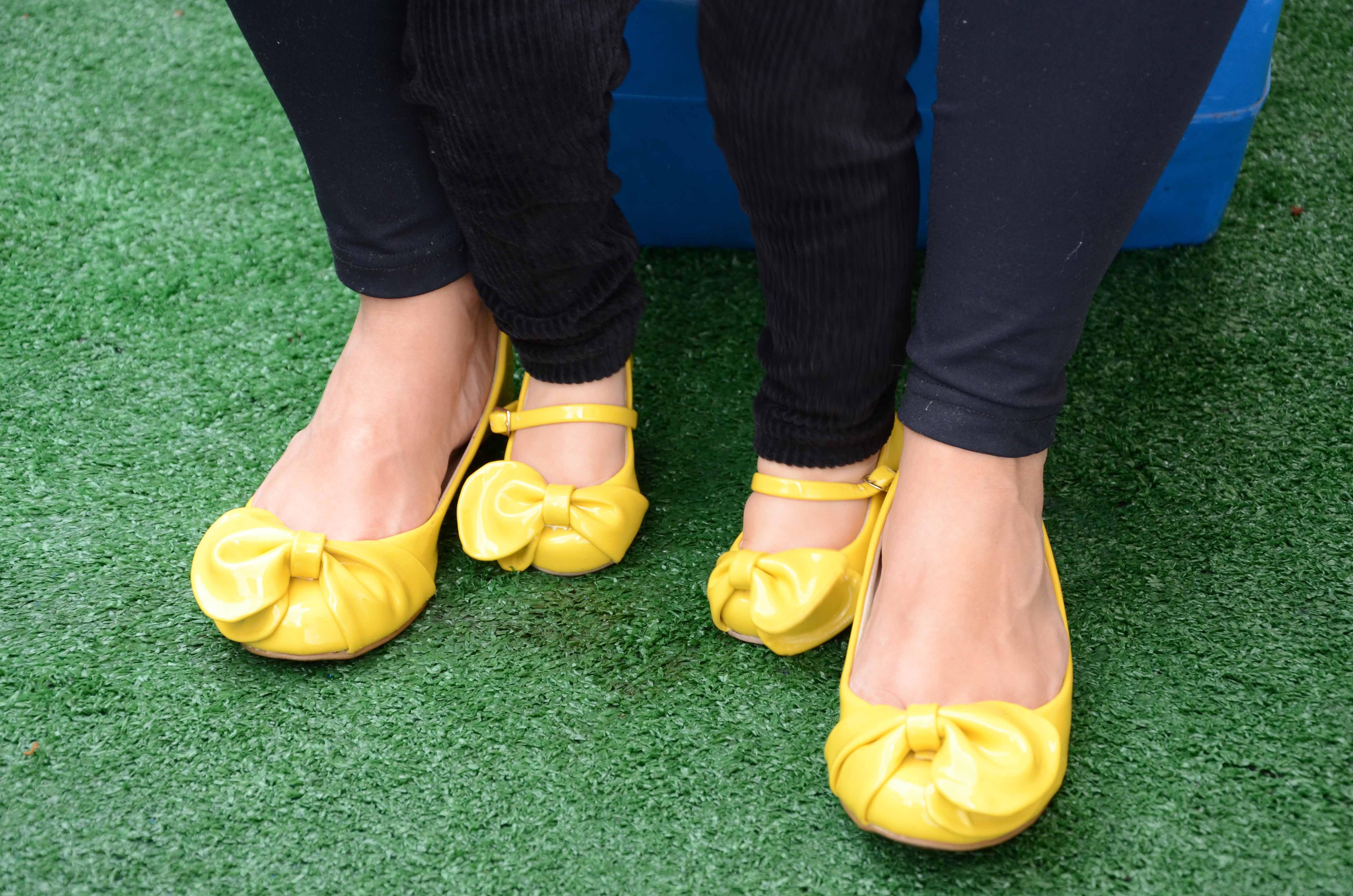 b77b22bb954 Loja vende sapatos iguais para mães e filhas
