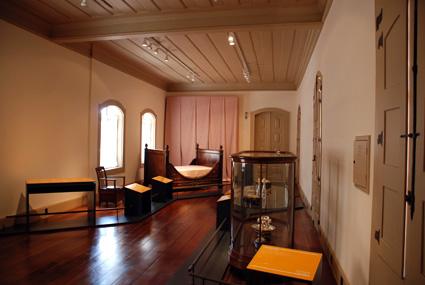 """A exposição """"A Marquesa de Santos: uma mulher, um tempo, um lugar"""" continha mobília, utensílios domésticos e até mesmo a banheira utilizada pela Marquesa"""