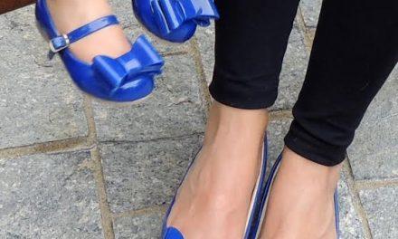 Loja vende sapatos iguais para mães e filhas