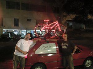 Nas entregas noturnas a bicicleta ganha um charme e chama atenção pelas avenidas paulistanas.