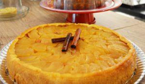 A torta de maçã é campeã de vendas. A fatia custa 8,50 reais
