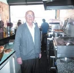 Seu Oswaldo: a hamburgueria mais querida do bairro do Ipiranga completa 50 anos